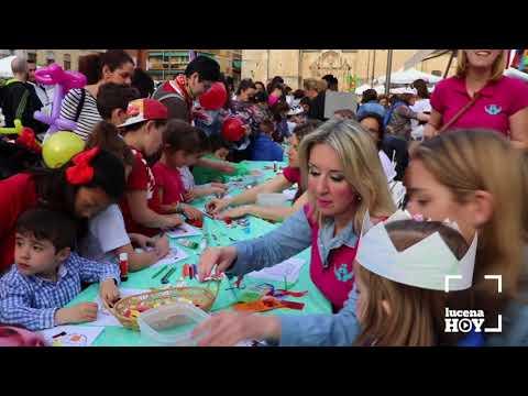 VÍDEO: Cientos de niños participan en la 'Tarde de Libros' en la Plaza Nueva