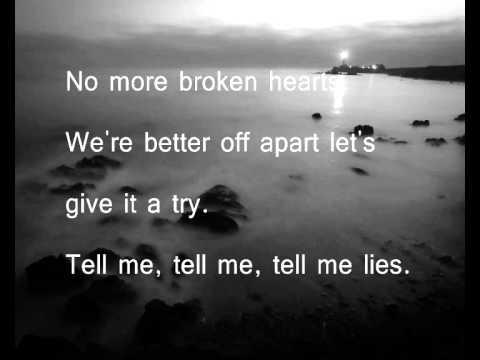 Sweet Little Lies - Fleetwood Mac (Lyrics & Song)