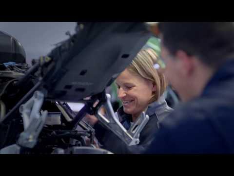 Les métiers des services de l'automobile recrutent, les entreprises et les CFA ouvrent leurs portes - - France 3 Centre-Val de Loire