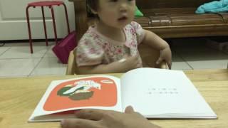 畫風超療癒的作者林明子,正在學自己用餐具的寶寶也愛,近期點播率很高...
