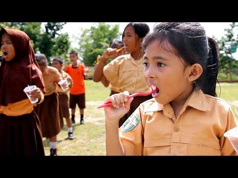 Sikat Gigi Massal Untuk Sekolah Dasar Palangkaraya 2016 - Mass Brushing Teeth For Elementary School