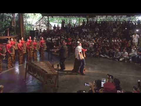 Márquez baila al ritmo de 'Despacito' en Indonesia