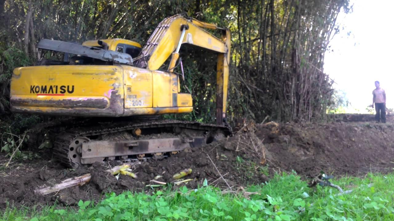 Bego Excavator Alat Berat Keruk Sungai