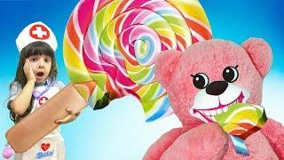 Медведь ЗАБОЛЕЛ - съел огромный ЛЕДЕНЕЦ! Придумала как стать ВРАЧОМ! Веселый Доктор ЛЕЧИТ зубы!