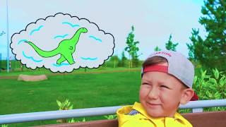Little dinosaur has broken a tractor and Senya repairs it.