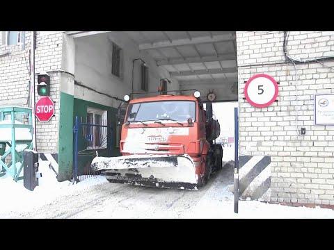 Видео В Ярославле жители начали подавать в суд на управляющие компании из-за снежного коллапса на дорогах.