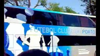 O autocarro do Futebol Clube do Porto a chegar ao Jamor