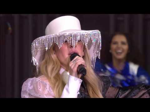 Ellie Goulding Kicks Off Dallas Cowboys Half Time Show In Aid Of Salvation Army Red Kettle Campaign