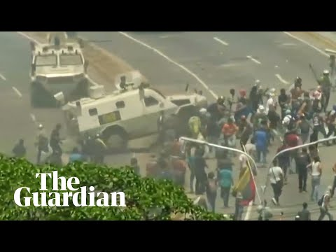 Venezuela: National Guard armoured vehicle drives into protesters