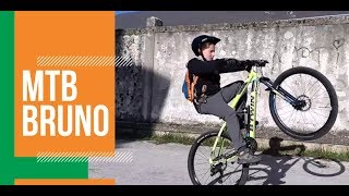 Giro in bici-Mountain bike-MTB-Acrobazie Impennate e salti