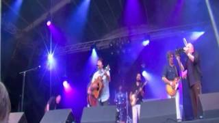 "Ode aan the Serenes - ""Good Missionary"" at Welcome to the Village 2013"