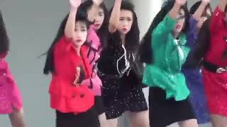 Japanese teens' dance. 일본 여고생들의 춤