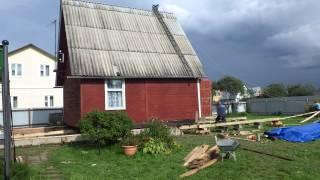 Передвижка домика в Новоселках(Замена фундамента под домом удобнее производится когда дом отодвинут в строну., 2013-09-06T11:58:11.000Z)