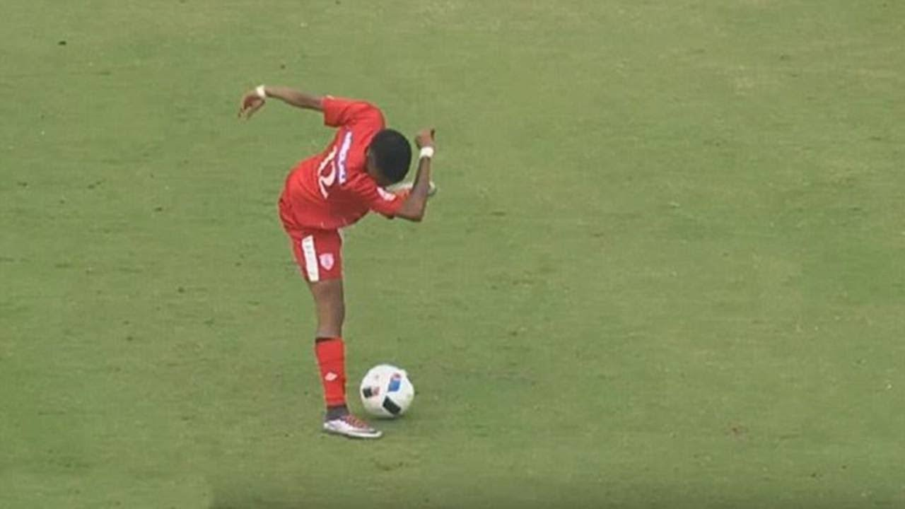 Crazy Showboating Skills in Football