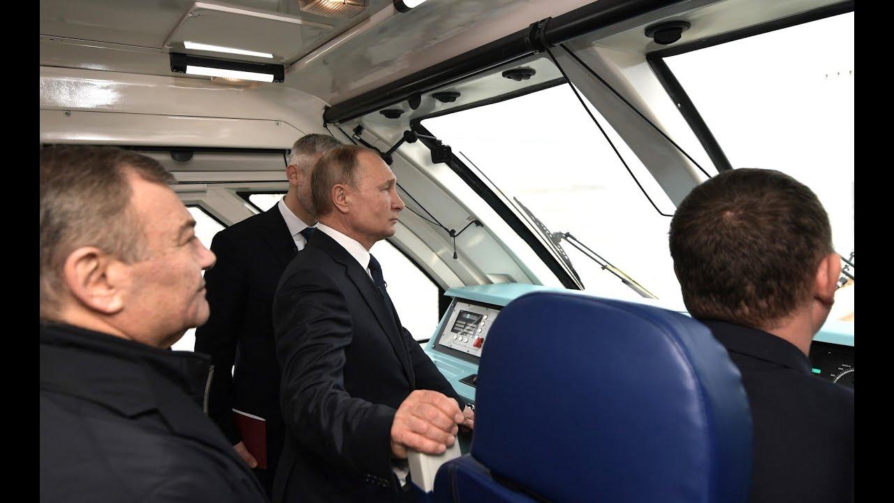 Президент открыл движение по железнодорожной части Крымского моста