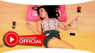 Gambar cover Ucie Sucita - SMS (Radio Edit Mix) - Official Music Video NAGASWARA  #music