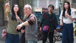 当日本人在中国南京街头求助,中国人会帮助她吗?一起来看我们这期社会...