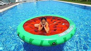 Öykü and Masal Pretend Play in Pool - funny kids video