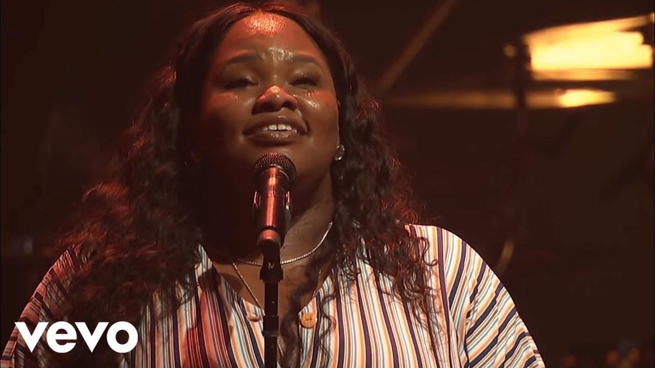 Tasha Cobbs Leonard - Dove's Eyes (Live At Passion City Church)