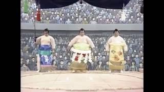Comic version of yokozuna's ring-entering ceremony.