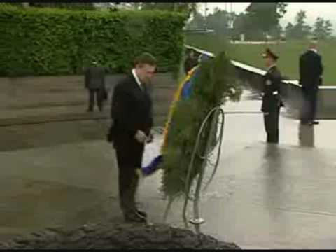 Ukraine President Yanukovych Attacked by a Tree!
