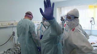 Репортаж из больницы как лишнее доказательство для скептиков: коронавирус не щадит никого.