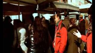 Смотреть клип Club Dogo - In Mezzo Al Banco