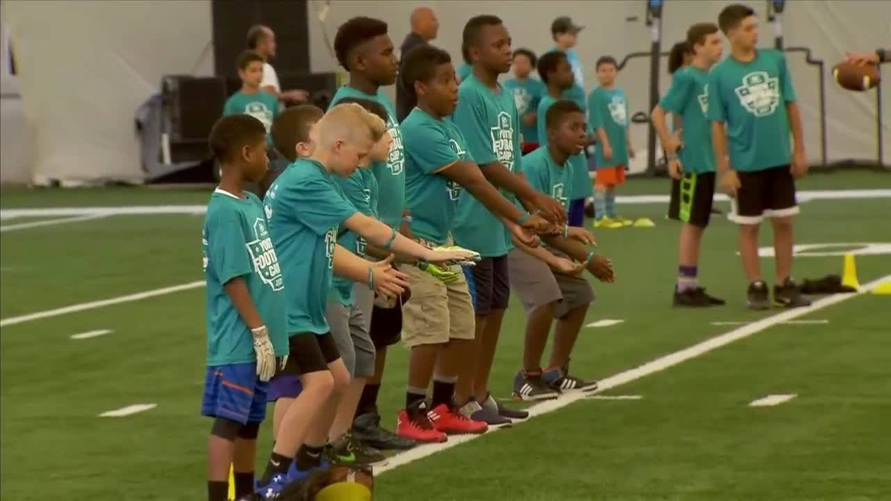 Miami Dolphins players join Hyundai Youth Football camp ...