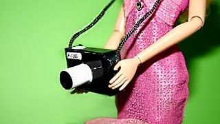 Как сделать фотоаппарат для кукол.How to make a camera for dolls.Cómo hacer una cámara for dolls(Сегодня мы сделаем фотоаппарат для кукол .Нам потребуется: Картон , самоклеющаяся пленка,наклейки,шнурок.Те..., 2014-09-10T17:24:16.000Z)