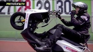 Un Japones rompe el Record de Wheelie en Scooter! Masaru Abe hace 500 km! by PRMotor TV