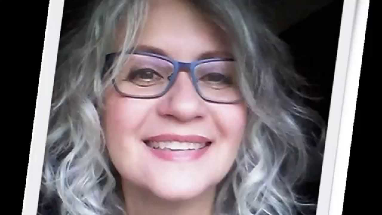 Eyeglasses frame color and silver hair. Color de marco de anteojos ...