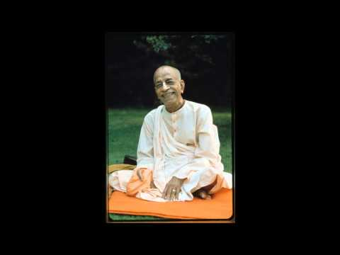 Prabhupada chanting japa with group (No Music)