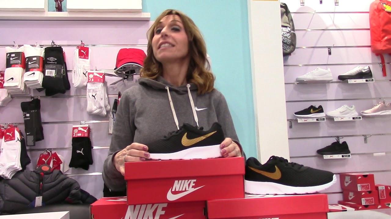 oportunidad ironía En realidad  Nike Tanjun Mujer: Zapatillas Mujer | Nike 812655 004 Negro y Dorado |  Tienda Valencia 2018 - YouTube