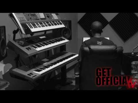 Dj Mo Beatz making a beat