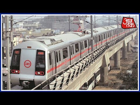 Delhi Metro Runs With Open Doors Between 2 Stations : Aaj Subah