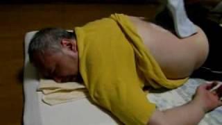 仙台から東京に戻ったモーリーが寝て起きて駆け込んだのは整体院でした。