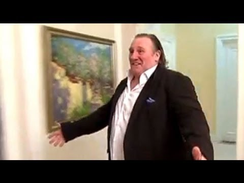 Gerard Depardieu makes a big impression on Vladimir Putin