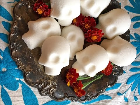How to Make Sugar Skulls for Day of the Dead (Como hacer Calaveras de Azúcar)