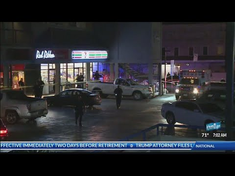Suspect in custody after pointing gun at police during 7-Eleven robbery