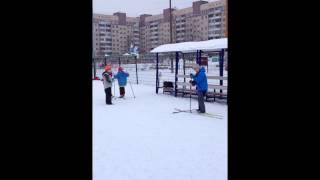 урок физкультуры.лыжи.