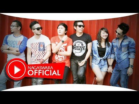 Saleena Feat Shasa - Jangan Pernah Berubah (Official Music Video NAGASWARA) #music