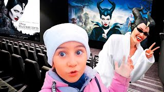 Маша идет в кино смотреть фильм Малефисента 2: Владычица Тьмы / Это просто МАША!