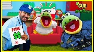 Pretend Play Police help Gus the Gummy Gator! Learn Good Behaviors