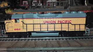 ho union pacific bachmann diesel tested runs ok on track needs oil video inside