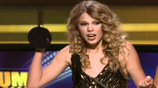 "Taylor Swift Wins Album Of The Year For ""Fearless"" - ACM Awards 2009"