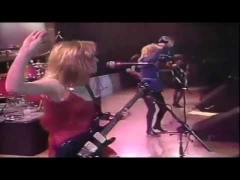 """""""Walk Like An Egyptian"""" (Live) -1986- The Bangles"""