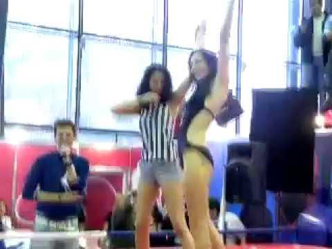Женские бои шоу в бикини онлайн