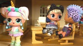 Dans cette vidéo, nous allons jouer avec les poupées LOL série 4 sc...