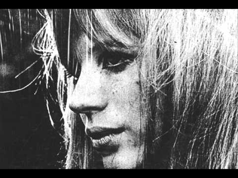 Marianne Faithfull - There is a ghost