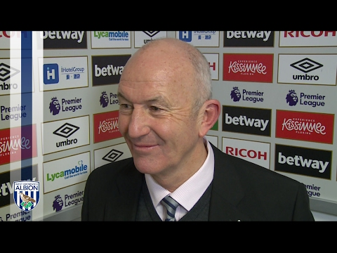 Tony Pulis reacts to Albion's late leveller against West Ham United